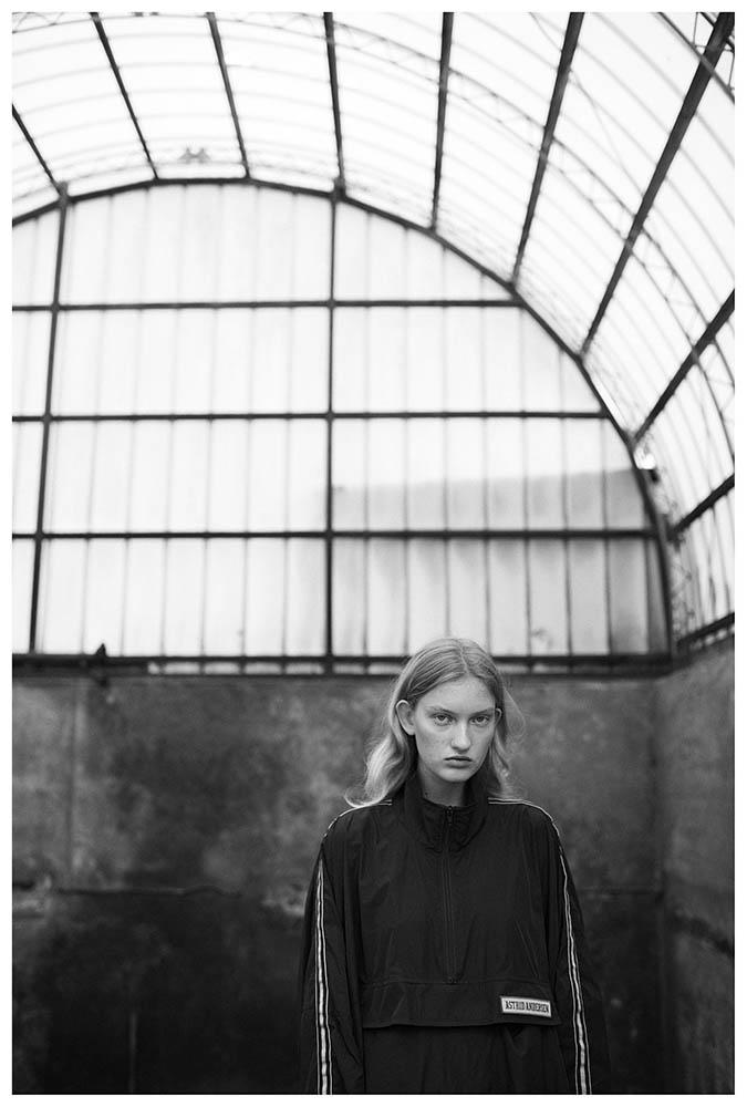 Jasmin Egeblad in henrikadamsen_unretouched fashion editorial by danish photographer Henrik Adamsen